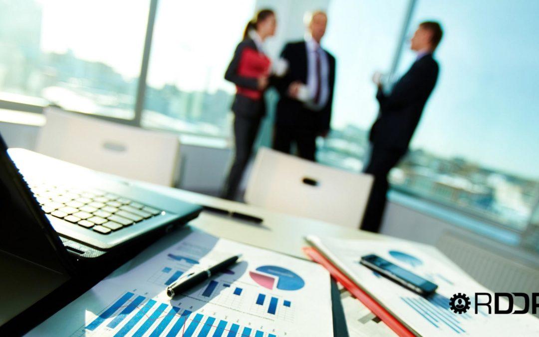 Las funciones y coordinación que debe existir entre las personas que llevan la gestión del día a día de una firma profesional