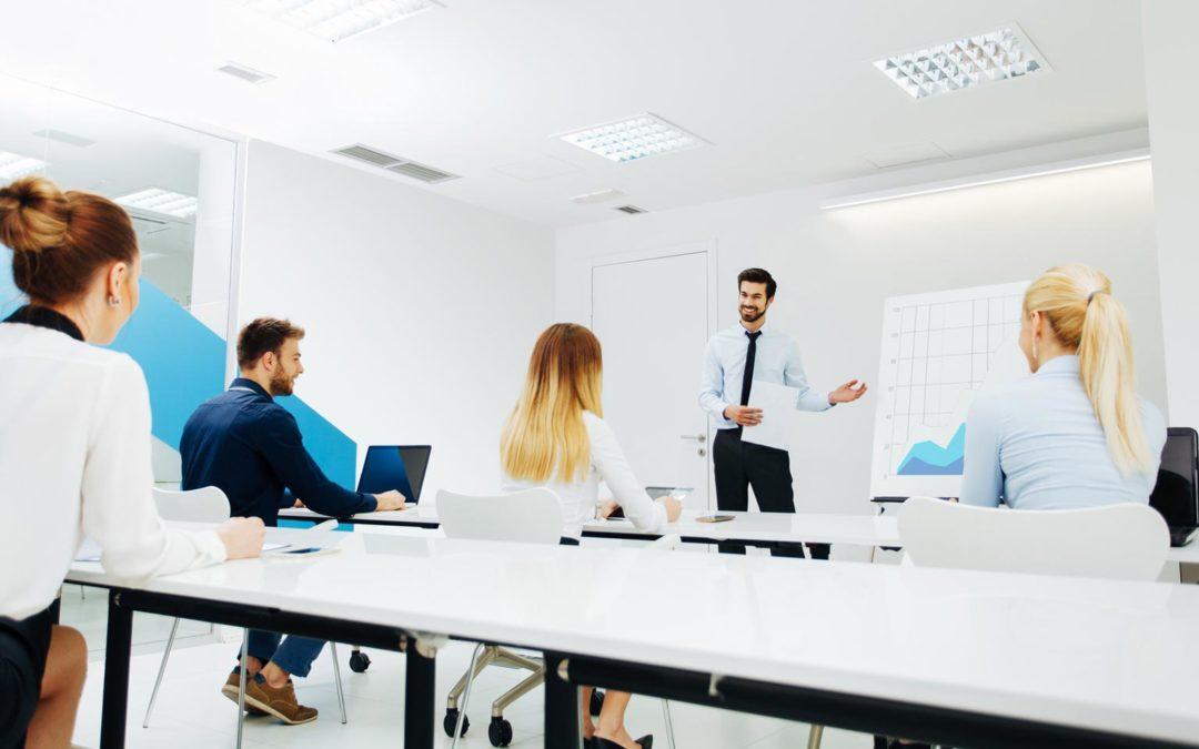 ¿Existe una política de formación en nuestro despacho?